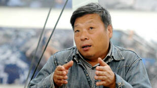 Né en 1961, Lu Guang jouit du statut de résident aux États-Unis.