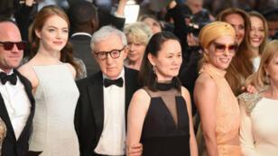 Woody Allen lors de la montée des marches du Festival de Cannes 2015.