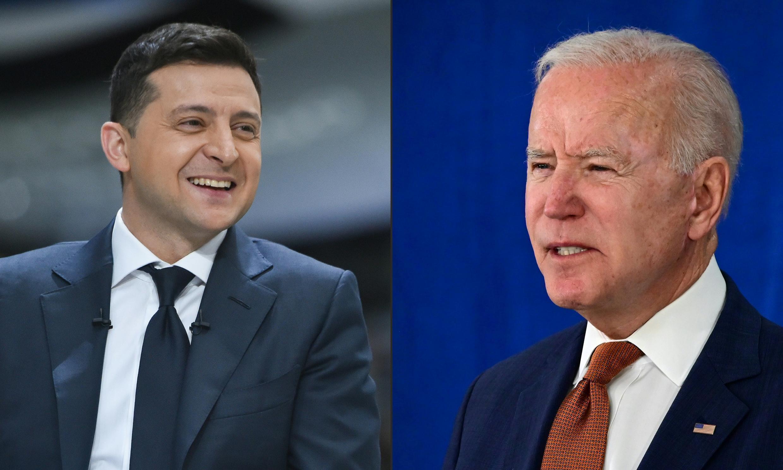 Ukrainian President Volodymyr Zelensky  (L) has accepted an invitation to the White House by US President Joe Biden