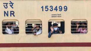 الهند تستانف عمل شبكة قطاراتها بشكل تدريجي