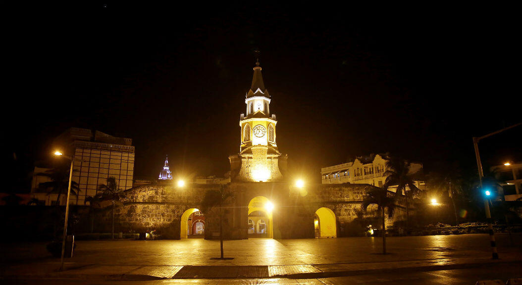 Vista de la Plaza de la Paz y la Torre del Reloj vacías, en Cartagena de Indias, Colombia. 17 de marzo de 2020.