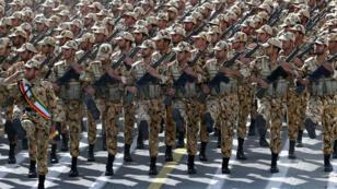 Une parade militaire iranienne à Téhéran le 18 avril 2014