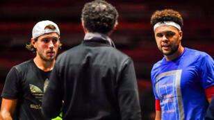 Lucas Pouille et Jo-Wilfried Tsonga au briefing avec le capitaine des Bleus, Yannick Noah.