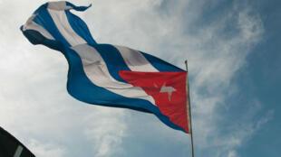 Bandera de Cuba ondeando en La Habana. 18 de octubre de 2012.