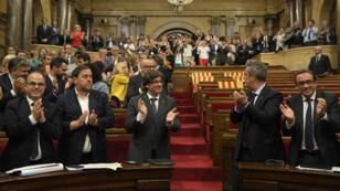 نواب ينتظرون بدء جلسة لبرلمان كتالونيا في 6 ايلول/سبتمبر 2017
