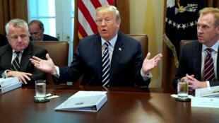 El presidente Donald Trump se dirige a su Gabinete en la Casa Blanca. 9 de mayo de 2018.