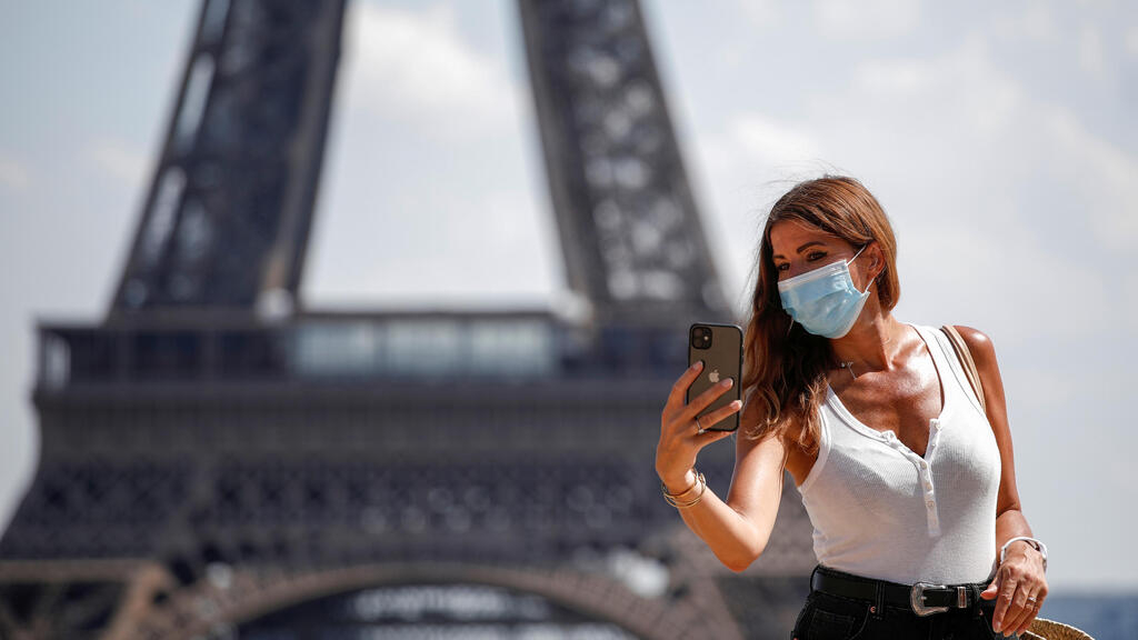 Face masks now compulsory in Paris tourist hotspots amid second-wave fears