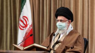 Imagen proporcionada por la oficina del líder supremo de Irán, el ayatolá Alí Jamenei, el 14 de abril de 2021.