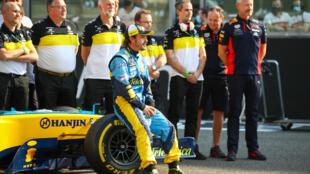 Fernando Alonso en una demostración del Renault R25 con el que ganó el campeonato mundial de F1 de 2005 en diciembre de 2020 en Abu Dhabi.