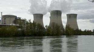 """La centrale nucléaire du Bugey a été """"visitée"""" par un drone piloté par l'ONG Greenpeace qui voulait dénoncer les failles de sécurité."""