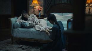 """مشهد من فيلم """"الخادمة"""" للكوري الجنوبي بارك شان ووك"""
