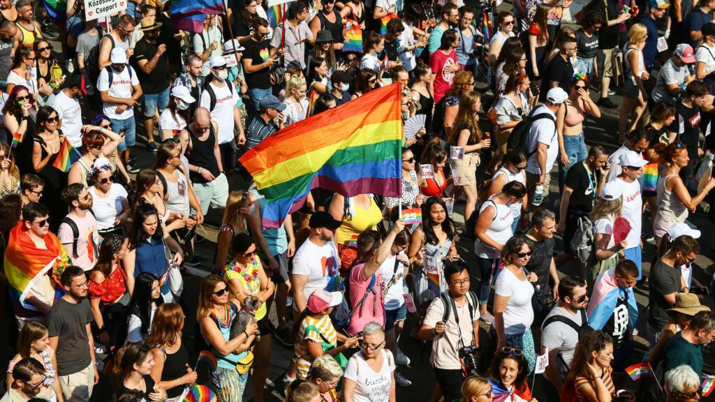 Hongrie : une marche des fiertés à Budapest pour protester contre la loi anti-LGBT