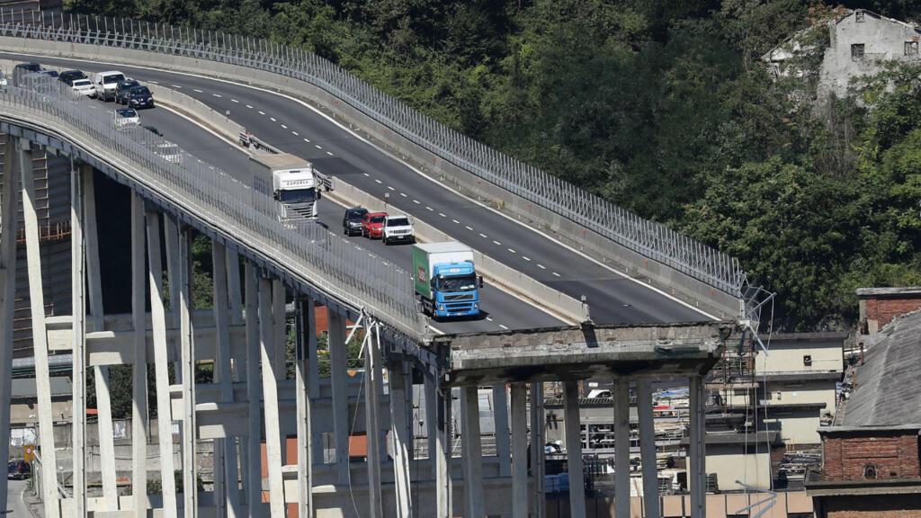 Un an après, l'Italie commémore l'effondrement du pont de Gênes en pleine crise politique - FRANCE 24