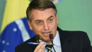 Jair Bolsonaro a signé le décret pour faciliter la détention d'armes à feu à Brasilia, le 15 janvier.