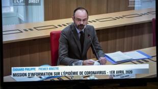 Edouard Philippe en visioconférence avec un groupe parlementaire sur la chaîne française LCP, à Paris le 1er avril 2020