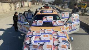 Seguidores del ganador de las elecciones de Afganistán, Ashraf Ghani, según los resultados preliminares, celebran en las calles de Kabul el anuncio de su victoria el 22 de diciembre de 2019.