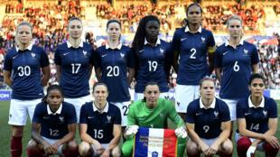 L'équipe de France de football lors du match amical contre la Russie, le 22 mai 2015 à Châteauroux.
