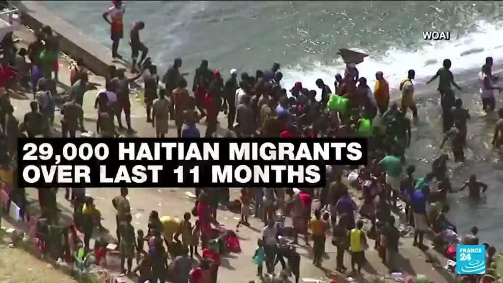 2021-09-17 15:04 Thousands of migrants converge under Texas bridge, posing new challenge for Biden
