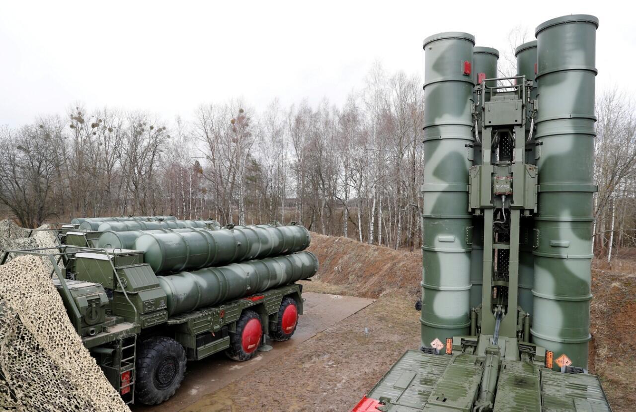 Una vista de un sistema de misiles tierra-aire S-400 en una base militar a las afueras de la ciudad de Gvardeysk cerca de Kaliningrado, Rusia, el 11 de marzo de 2019.
