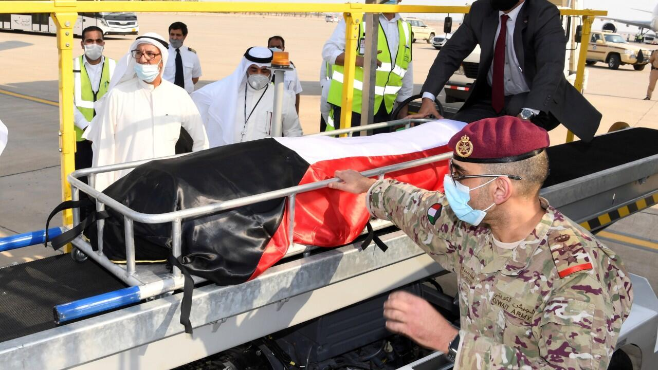 En la imagen aparece el féretro del difunto emir de Kuwait. En Kuwait, el 30 de septiembre de 2020.