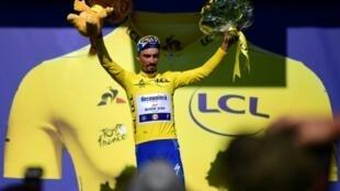 Le Français Julian Alaphilippe après la 13e étape du Tour de France le 19 juillet 2019