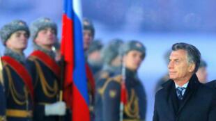El presidente de Argentina, Mauricio Macri durante una ceremonia de bienvenida celebrada en su honor en Moscú (Rusia), 22 de enero de 2018.