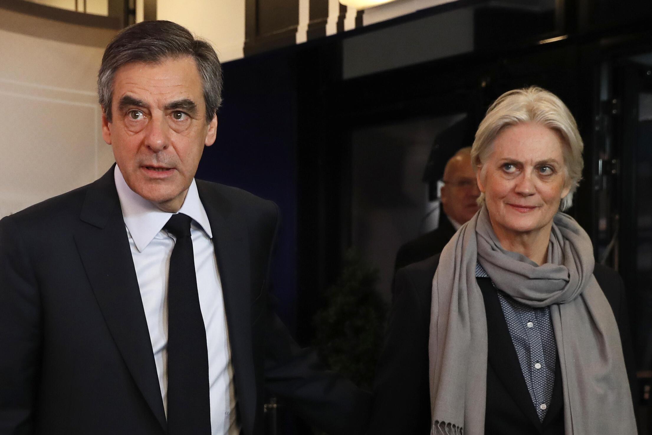 François Fillon et sa femme Pénélope Fillon avant un débat télévisé dans le cadre de la présidentielle de 2017, le 20 mars 2017.