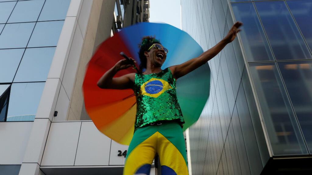 Un participante de el desfile del Orgullo Gay en la avenida Paulista en Sao Paulo, Brasil, el 23 de junio de 2019.
