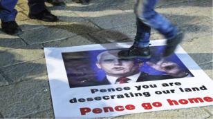 Le portrait de Mike Pence piétiné lors d'une manifestation contre sa venue, le 21 janvier à Bethléhem.
