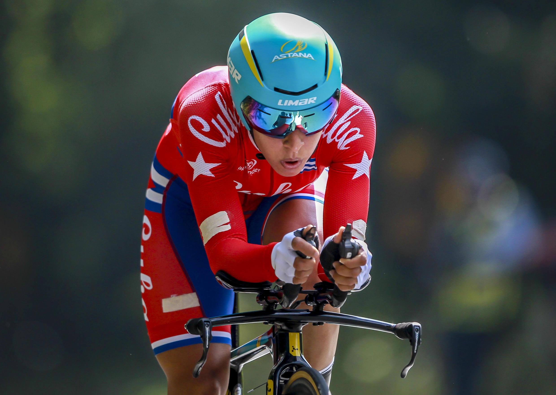 La ciclista Arlenis Sierra Cañadilla de Cuba gana la primera medalla de oro en la modalidad de contrarreloj individual.