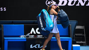 La joueuse américaine Sofia Kenin quitte le court après son élimination au 2e tour de l'Open d'Australie, le 11 février 2021 à Melbourne
