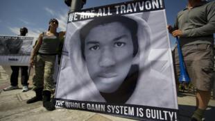Des manifestants en colère à Los Angeles, le 14 juillet 2013, après l'acquittement, par un jury populaire, de George Zimmerman.