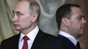 الرئس الروسي فلاديمير بوتين ورئيس الوزراء الروسي ميدفيديف