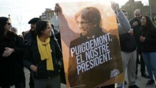 مظاهرة في برشلونة تطالب بالإفراج عن زعيم إقليم كاتالونيا السابق