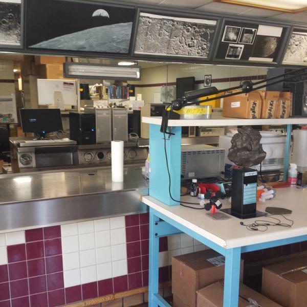 صور الأرض والقمر حلت محل قوائم الطعام في مطعم ماكدونالد المهجور ستيفن جيرفيستون - فليكر