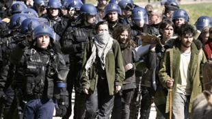 Les forces de l'ordre ont évacué le site vendredi. Douze personnes ont été interpellées et placées en garde à vue,