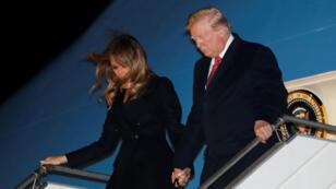 Donald Trump et son épouse débarquant d'Air Force One vendredi 9 novembre à l'aéroport d'Orly.
