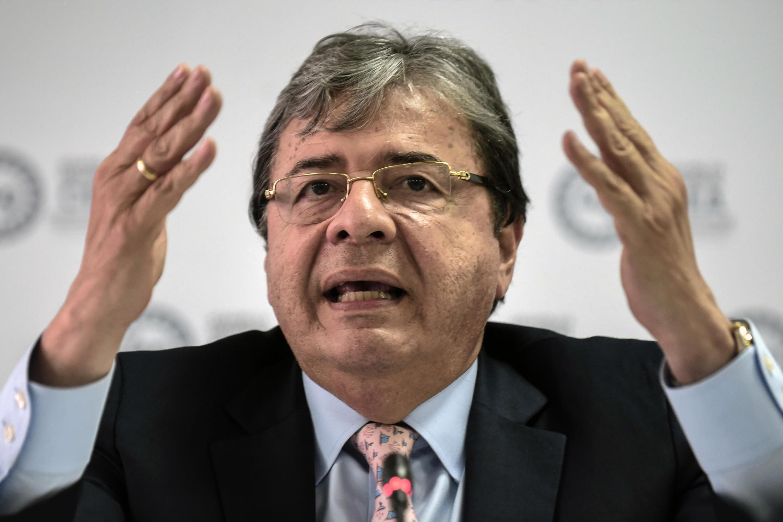 """El ministro colombiano de Defensa, Carlos Holmes Trujillo, manifestó su """"dolor e indignación"""" por la muerte de Javier Ordóñez, de 43 años, el miércoles en un barrio del oeste de Bogotá"""