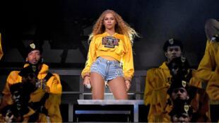 Beyoncé sur la scène de Coachella, le 14 avril 2018.