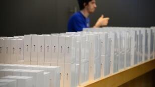 Apple a vendu 10 millions d'iPhone 6 et 6 Plus lors du premier week-end de commercialisation.