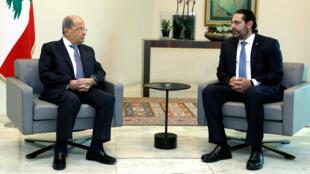 Le président libanais Michel Aoun qui reçoit le Premier ministre Saad Hariri au palais présidentiel, à Beyrouth, le 21 octobre 2019.