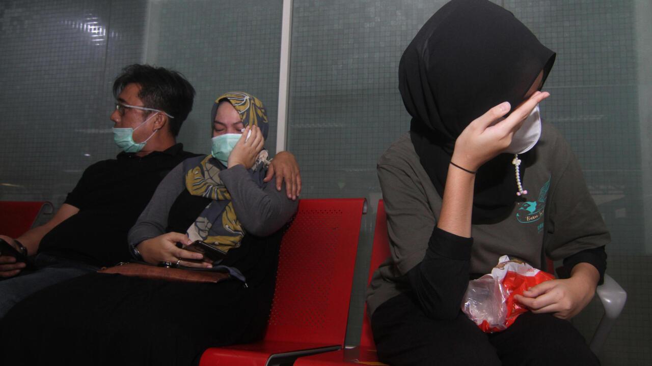 السلطات الإندونيسية ترجح تحطم طائرة مفقودة وعلى متنها نحو 60 شخصا