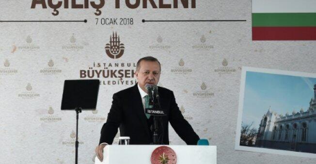 الرئيس التركي رجب طيب أردوغان يلقي كلمة في السابع من كانون الثاني/يناير 2018 داخل كنيسة في إسطنبول