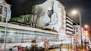 Une œuvre murale représente Paul Bocuse, sur un bâtiment de Lyon, le 21 décembre 2015.