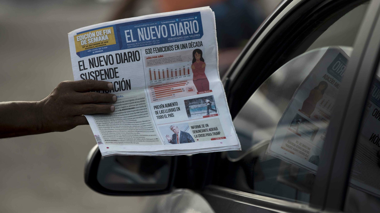 Voceador en las calles de Managua ofrece la última edición del periódico El Nuevo Diario, reconocido a nivel nacional por su oposición al Gobierno del presidente Daniel Ortega. Managua, Nicaragua. 27/09/2019.