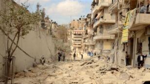 Ruines dans une rue du quartier chrétien de Souleimaniyeh, à Alep, le 11 avril.