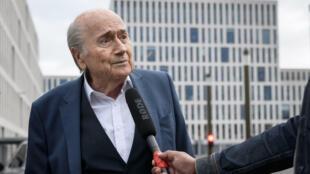 Former FIFA boss Sepp Blatter arrives for questioning in Bern