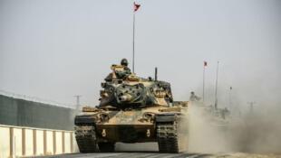آليات عسكرية على الحدود التركية السورية