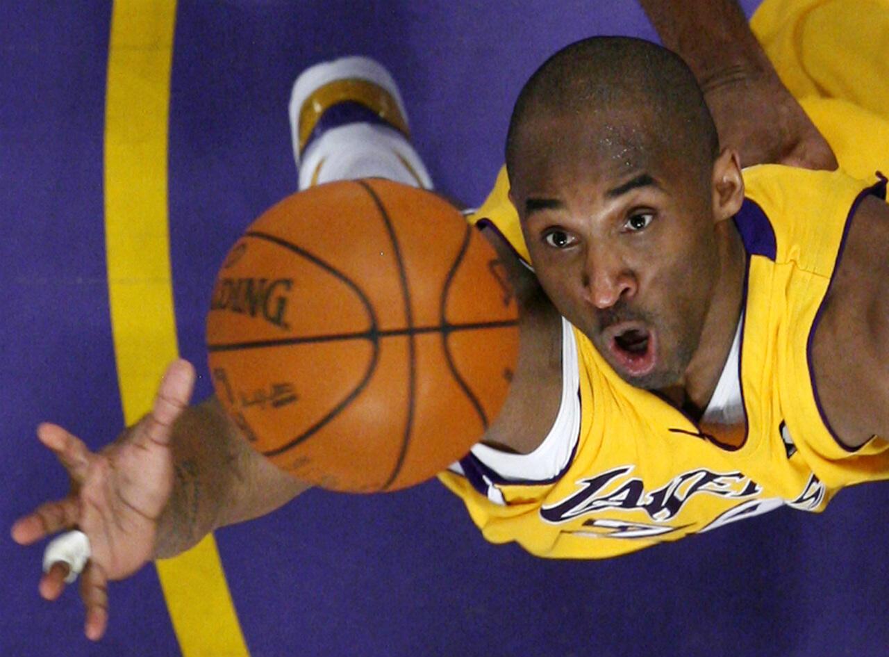 La légende du basket Kobe Bryant, décédée le 26 janvier, a remporté 5 titres de champion de NBA, tous avec les Lakers de Los Angeles, et disputé à 18 reprises en 20 ans le All Star Games.