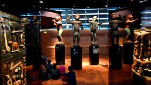 Statues anthropomorphes du royaume de Dahomey (Bénin) datant de 1890-1892, photographiées le 18 juin2018 au musée du Quai Branly, à Paris.